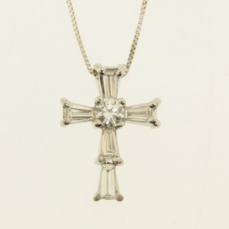 MS6637 Diamond Cross Pendant