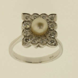 MS6725 Pearl and Diamond Ring