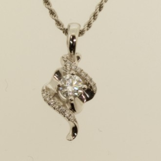 MS6985 18ct Diamond Pendant