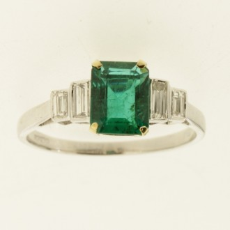 MS7352 18ct Emerald & Diamond Ring