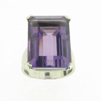RM0084 18ct Amethyst Ring