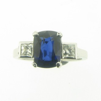 RS0065 Natural Sapphire & Diamond ring.